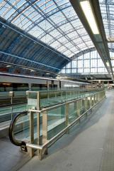 Station_showing_view_down_platform-t